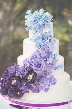 Ombre Blue and Purple Wedding Cake , Ombre Blau und Lila Hochzeitstorte, Blue Purple Wedding, Purple Wedding Cakes, Wedding Cake Photos, Wedding Cake Designs, Wedding Cake Toppers, Plum Purple, Dusty Blue, Cake Wedding, Bouquet Wedding