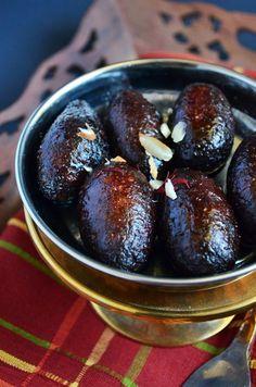 Kala jamun recipe, how to make kala jamun dessert в 2019 г. Indian Desserts, Indian Sweets, Köstliche Desserts, Sweets Recipes, Tea Recipes, Delicious Desserts, Cooking Recipes, Recipies, Recipes Dinner