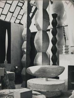 Constantin Brancusi Studio Constantin Brancusi, Contemporary Sculpture, Wood Sculpture, Design Crafts, Old And New, Art History, Modern, Art Photography, Studio