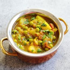 Pot Aloo Matar Recipe (Potato & Peas Curry) Aloo Matar is a quick and easy potatoes and peas curry, made in the Instant Pot or stovetop. This vegan and gluten free Aloo Matar Masala is perfect for a delicious warm weeknight dinner! Indian Veg Recipes, Paneer Recipes, Curry Recipes, Soup Recipes, Vegetarian Recipes, Cooking Recipes, Healthy Recipes, Free Recipes, Recipes Dinner