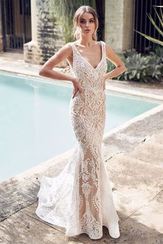 White V Neck Sequined Embroidering Tulle Mermaid Evening Dress – ModeShe.com #dresses #white #lace #wedding Anna Campbell Dress, Anna Campbell Bridal, Most Beautiful Wedding Dresses, Dresses Elegant, Bridal Collection, Dress Collection, Couture Collection, Pnina Tornai Dresses, Fit And Flare Wedding Dress