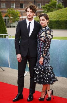 Tom Hughes (Prince Albert) and Jenna Coleman (Victoria) on the red carpet at the press screening for Victoria, August Victoria Pbs, Victoria 2016, Victoria Series, Reine Victoria, Victoria And Albert, Queen Victoria, Jenna Coleman Boyfriend, Jena, Jenna Coleman Tom Hughes