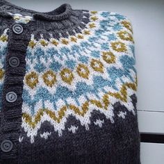 Ravelry: Project Gallery for Riddari pattern by Védís Jónsdóttir Fair Isle Knitting, Knitting Yarn, Free Knitting, Sweater Knitting Patterns, Knit Patterns, Stitch Patterns, Norwegian Knitting, Icelandic Sweaters, Fair Isle Pattern