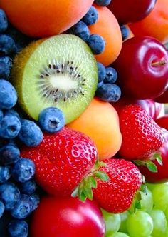 For more juicing tips, click now. Keep yourself healthy by capitalizing on juicing. Food intake is vital in our long-term health. Lots of fruit and veggie's will almost allways be healthy for you. Fresh Fruits And Vegetables, Fruit And Veg, Comida Picnic, Raw Food Recipes, Healthy Recipes, Fruit Photography, Beautiful Fruits, Colorful Fruit, Delicious Fruit