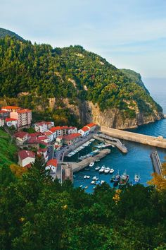 The hillside village of Elantxobe, Bizkaia. Road Trip Pays Basque, Voyage Europe, Biarritz, Basque Country, Balearic Islands, Spain And Portugal, To Infinity And Beyond, Bilbao, Nature