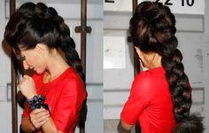 Piękne włosy Justyny Steczkowskiej warte fortuny?  Burza włosów 42-latki budzi podziw. Rodzi się też pytanie : są prawdziwe czy doczepiane? http://www.sobotnianoc.pl/news/piekne-wosy-justyny-steczkowskiej-warte-fortuny/