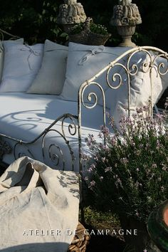 #21/037 Large Daybed detail