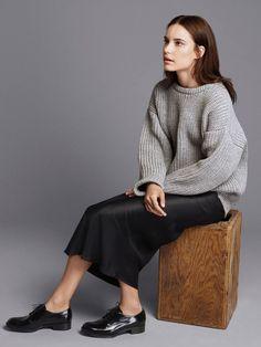 Grey Chunky Knit Sweater found on Zady - www.zady.com/products/zady-09-09-grey-chunky-knit-sweater   Stylish casual minimalist outfit| Minimalist casual wear | Capsule wardrobe | Slow fashion | Simple style | Minimalist style | Stylish business casual | Scandinavian casual wear