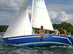 I love the blue on blue and the crisp white.  I want to restore a sailboat & paint it like this.