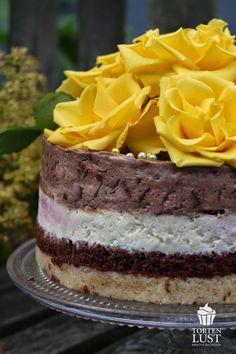 TORTEN LUST: {Rezept} Schoko- und Schmandtörtchen mit gezuckerten Rosenblättern