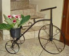 Resultado de imagem para bicicleta de jardim de ferro Stool, Planters, Wheels, Bike, Garden, Furniture, Home Decor, Workbench Stool, Vases