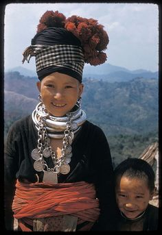 ラオス 白モン族 Laos | White Hmong woman in Kiu Katiam village. 1957. | ©Joel Martin Halpern.