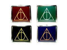 Caja de almuerzo de Hogwarts de las reliquias de la muerte | 21 Útiles escolares de Harry Potter que necesitas en tu vida