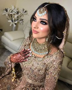 Smokey Eye Makeup Grey Contact Lenses Pink Lips Traditional Pakistani Bride Look Wedding Makeup Desi Asian Wedding Makeup, Wedding Day Makeup, Bridal Makeup Looks, Bride Makeup, Hair Makeup, Eye Makeup, Desi Wedding, Wedding Beauty, Party Wedding