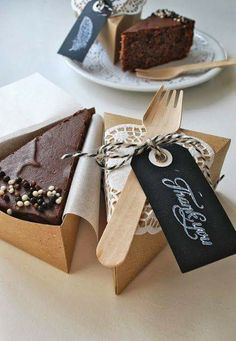 Kuchen in der Box … Cake in the box incl. Cake Boxes Packaging, Brownie Packaging, Cupcake Packaging, Baking Packaging, Dessert Packaging, Food Packaging Design, Chocolate Packaging, Bottle Packaging, Bakery Business