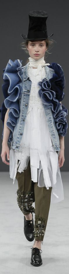 [SN] #Viktor & Rolf #AW #16 #Couture #Now