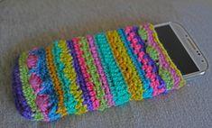 Vor kurzem ist mir mein Handy abhanden gekommenund mit dem neuen Handy benötigte ich auch eine neue Handytasche. Da ich vom Häkelrock noch einige Wollreste übrig hatte, habe ich einfach die Häkelnadel in die Hand genommen und ausprobiert. So ein kleines Täschchen zu … Weiterlesen →