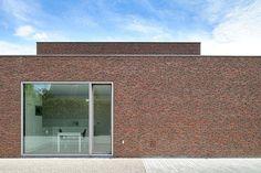 Facing brick: Vande Moortel linea 3011 Design: Maes & Vandelannoote