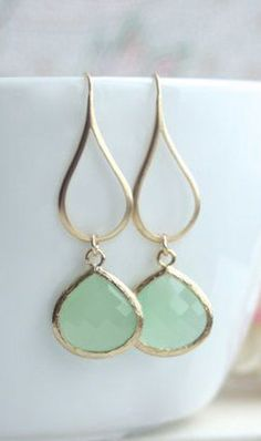 Mint Gold Glass Drop Dangle Earrings. Mint and Gold