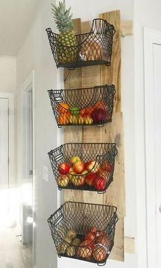 Empolgante Suporte de parede DIY para frutas e legumes Suporte de parede DIY para frutas e legu. Diy Kitchen Storage, Diy Kitchen Decor, Kitchen Organization, Diy Home Decor, Kitchen Vegetable Storage, Kitchen Ideas, Organization Ideas, Kitchen Layout Plans, Kitchen Rack