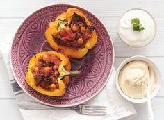 Gefüllte Paprika mit Rinderhack, Kichererbsen und Hummus