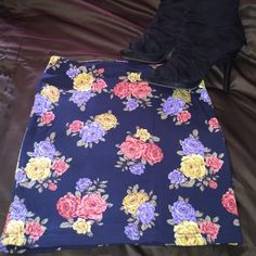 Floral mini skirt Forever 21 mini skirt. Size medium. Never worn . Looks adorable with a crop top . Forever 21 Skirts Mini