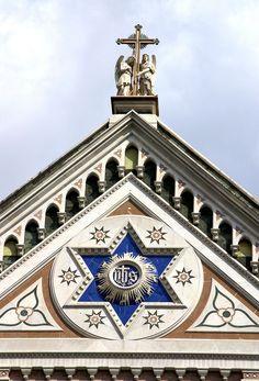 Tympanon fasady Kościoła św. Krzyża we Florencji (1294 - 1442).