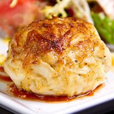 20-Minute Meal: Crab Cakes - Perfect tarts stuffed with a delicate combination of cream cheese, crab meat and cranberry sauce, these crab cakes are amazing.