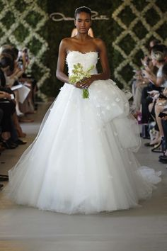 OSCAR DE LA RENTA BRIDAL 2013 - PHOTO BY DAN LECCA