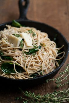 Garlic-Butter Pasta with Spinach and Parmesan. I love all pasta! Easy Vegetarian Dinner, Vegetarian Recipes, Healthy Recipes, Drink Recipes, I Love Food, Good Food, Yummy Food, Tasty, Garlic Butter Pasta