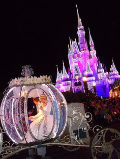 cinderella and coach in the disneyworld world parade | Mickey's Very Merry Christmas Party at Walt Disney World brings ...