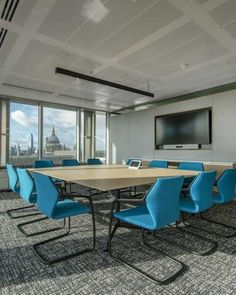 Office Design Morgan Lovell | MarketAxess Meeting room fit out | London Skyline #LondonOffices #StPauls #InspirationalMeetingRooms Innovative Office, Meeting Rooms, London Skyline, Banquet Tables, Group Of Companies, Design Case, Working Area, Minimalism, Fit