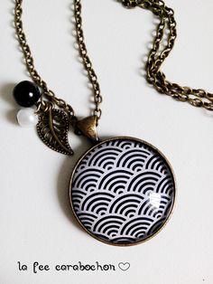 collier mi long * vagues japonaises* géométrie eventail noir blanc japon retro, cabochon verre : Collier par la-fee-carabochon