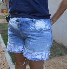 DIY how to increase length denim shorts  See here: http://customizando.net/como-aumentar-comprimento-de-short-jeans/