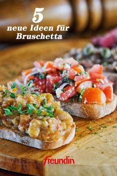 5 neue Ideen für Bruschetta The Italian dish is perfect for hot summer days. Why not try one of these original Bruschetta variations? Salmon Recipes, Potato Recipes, Lunch Recipes, Easy Dinner Recipes, Appetizer Recipes, Appetizers, Drink Recipes, Italian Chef, Italian Dishes