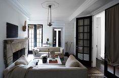 Mix and Chic: Designer Darryl Carter's timelessly beautiful D.C. townhouse!