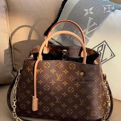 Louis Vuitton Monogram Canvas Speedy 25 Purse Handbag – The Fashion Mart Unique Handbags, Cute Handbags, New Handbags, Fashion Handbags, Purses And Handbags, Fashion Bags, Chanel Fashion, New Louis Vuitton Handbags, Luxury Handbags