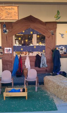 This is just done with butcher paper hung on the wall. Creates an amazing nativity scene for Christmas time. Exploring the Outdoor Classroom: Outdoor Nativity - Dramatic Play Dramatic Play Area, Dramatic Play Centers, Preschool Christmas, Kids Christmas, Christmas Plays, Preschool Winter, Xmas, Christmas Nativity, Christmas Activities