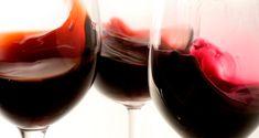 Merlot, Malbec yCabernet Sauvignon son vinos que gozan de popularidad, secos, tintos y que son muy nobles en el momento de combinar con alimentos. Cabernet Sauvignontiende a ser de cuerpo completo, Merlot y Malbec son usualmente de cuerpo medio. Pero, ¿cómo se traduce esto? Un vino con cuerpo tiene más densidad en tu boca, y si no entiendes porqué se seca tu boca cuando tomas vino, se debe al tanino, un conservador de origen natural que permite que el vino logre el añejamiento. ElCabernet…