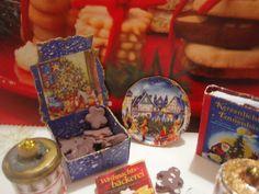 1:12 Set Weihnachtsteller Buch-Schachtel Set German von minis4you