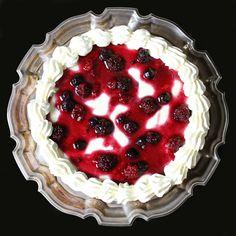 The Kiwi Cook | Berry and Vanilla Cheesecake | http://thekiwicook.com