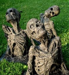Our front yard is wiating on springtime for new sod....and since I LOVE Halloween I want to do this for Halloween!!! Skeletons