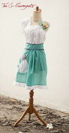 Girly apron tutorial- knock of the Anthro apron that I've been drooling over!