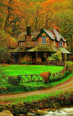 Beautiful home scenery in the English countryside Beautiful World, Beautiful Homes, Beautiful Places, Beautiful Pictures, Nature Pictures, Autumn Scenery, Cabins And Cottages, Beautiful Landscapes, Old Houses