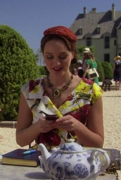 6x01 Like Betty Draper on a holiday in Paris. She looks gorgeous and so very French.    Dolce & Gabbana Spring 2012 top.