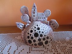 Svícen Sculpture, Projects For Kids, Tea Pots, Ideas, Cement, Home, Lantern Candle Holders, Pottery, Kids Service Projects