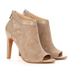 Des Ankle Booties.
