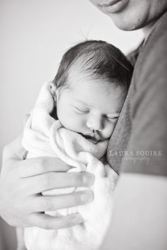 lifestyle newborn photos at home :: Laura Squire Photography