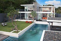 Glamorous retro-style beach villa: Luna2
