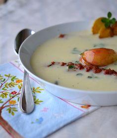 """Dieses Rezept stammt aus dem """"Land Idee""""-Heft """"Kräuterküche"""" und ist mir beim ersten Durchblättern sofort ins Auge gestochen! Suppe geh..."""